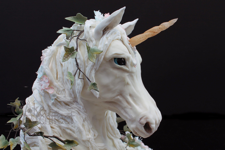 EDIT Celebration Cake Sculpted Unicorn 3D