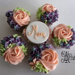 Cupcakes Mothers Day with buttercream flower garden